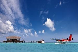 马尔代夫-【自由行】马尔代夫(伊露岛)6天*机+酒*广州/香港往返*等待确认<亲子、蜜月、内陆飞机+快艇上岛/水上飞机>