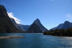 新西兰-蒂阿瑙萤火虫洞+米福峡湾2天1晚自由行套餐(皇后镇往返,夜宿蒂阿瑙)  .等待确认