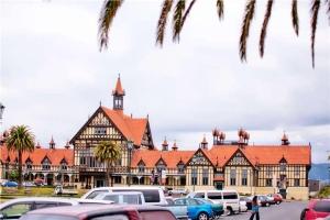 澳洲-【典·博览】澳洲东西部(珀斯、悉尼、凯恩斯、布里斯本、黄金海岸)、新西兰北岛12天*全赏*广州往返<大堡礁,尖峰石阵,歌剧院入内,奇趣捉蟹,毛利文化村>
