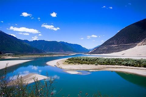 西藏、西宁、拉萨、林芝、三飞一卧8天*青林芝西
