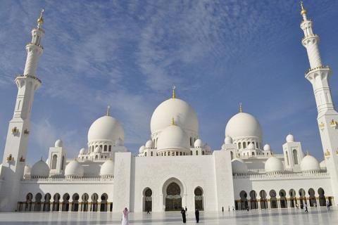 迪拜-迪拜当地玩乐代订阿布扎比大清真寺、法拉利公园一日游(等待确认)