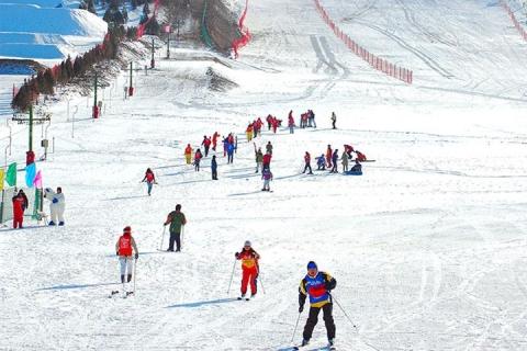 【冬游内蒙】呼和浩特太伟滑雪场鄂尔多斯响沙湾成吉思汗旅游区大召寺双飞4天
