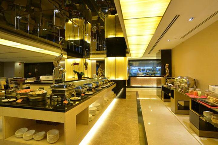 新加坡半岛怡东酒店