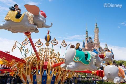 玩具总动员酒店花园房+2大1小上海迪士尼两日门票