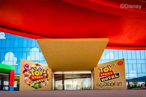 玩具总动员酒店花园房+2大1小上海迪士尼1日门票