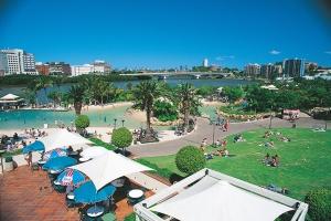 威尔士-【典·博览】澳洲(悉尼、墨尔本、黄金海岸、布里斯本)8天*名城经典*广州直航<玩转澳式农场,绝美大洋路小镇,近距离看呆萌考拉,奇趣捉蟹>