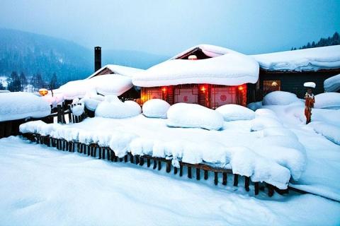 东北、雪乡、哈尔滨、吉林、沈阳、双飞6天*万科松花湖度假区*全天不限时滑雪*冰灯