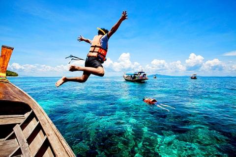 泰国普吉5天<斯米兰群岛出海一天游,泰式古法按摩,四面佛,橡皮艇泛舟>