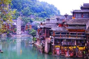 桂林-【乐·博览】三江、凤凰古城、玻璃桥、桂林、动车5天*跨省联游<豪叹希尔顿>