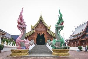 泰国-泰国【当地玩乐】代订清莱白庙+蓝庙+骑大象+鳄鱼表演+长颈族一日游*等待确认