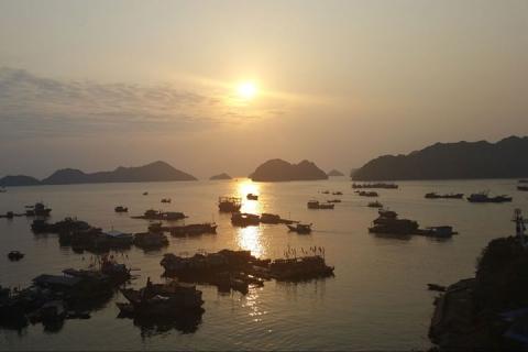 越南·下龙湾·云顿·巡洲岛动车4天<船游下龙湾>