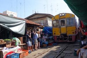 曼谷-【当地玩乐】泰国曼谷1天*美攻铁道市场+丹嫩沙多水上市场半天游*等待确认<曼谷周边半天游>