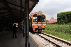 曼谷-【当地玩乐】泰国曼谷1天*美攻铁道市场+安帕瓦水上市场半天游*等待确认<曼谷周边半天游>